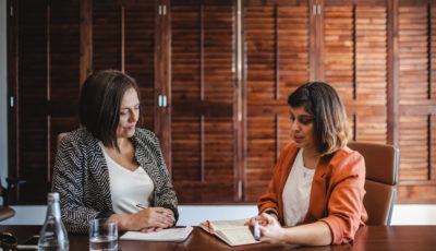 Cómo Decirle a tu Jefe que Quieres un Aumento de Sueldo