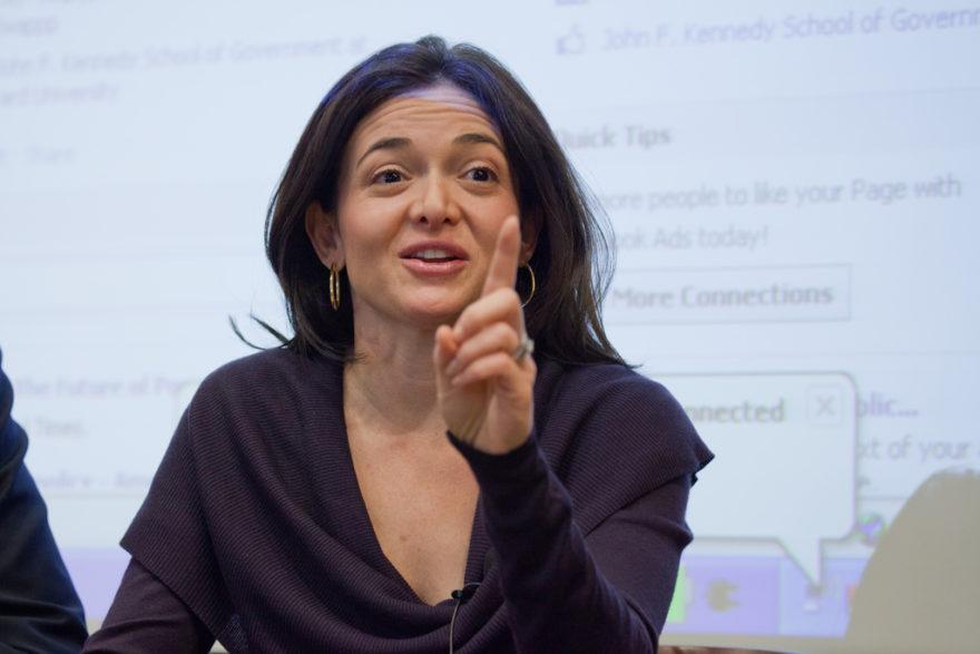 Por qué existen tan pocas mujeres líderes según la COO de Facebook, Sheryl Sandberg